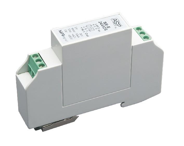 产品介绍 SR-E**V/2S系列模块化通信信号电涌保护器依据IEC和GB标准设计。 适用于通讯专线/遥测信号/遥控信号等信号设备的电涌保护。产品的接口形式为标准的接线柱式 接口,可保护2条线路。产品是模块化35mm导轨安装安装方式,安装维护极为便捷。 SR-E**V/2S采用两级串联式,反应时间皮秒级,可以充分保护采用最新半导体器件的设备。 SR-E**V/2S系列标称放电电流可达5kA(8/20s),额定负载电流不得超过0.